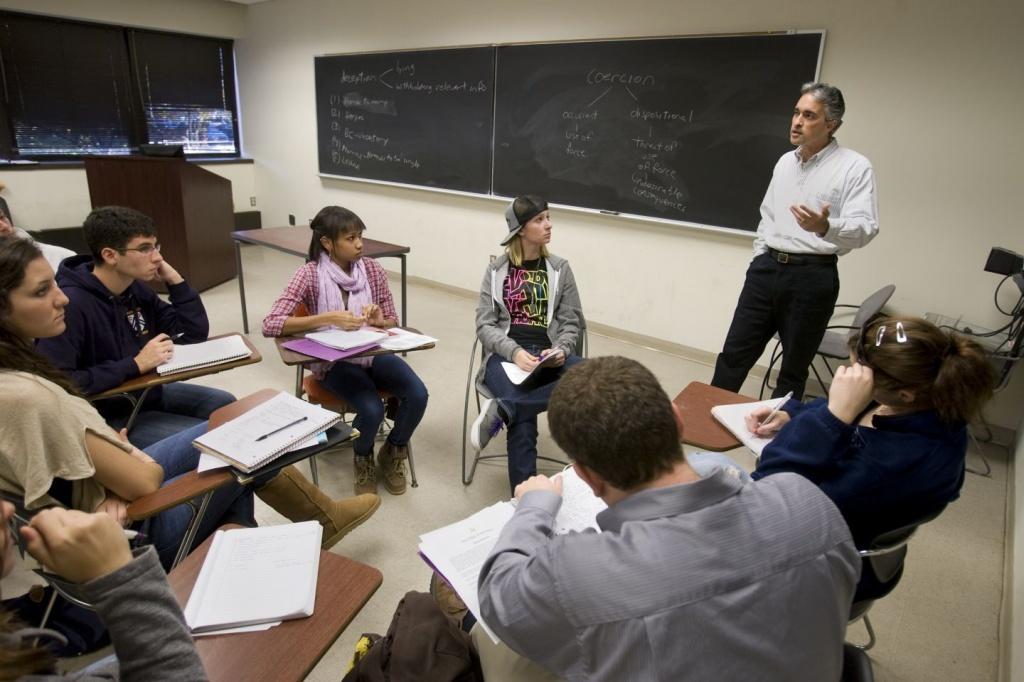 Khác với các trường NU, tại các trường Liberal Arts College, sự tương tác giữa giáo sư giảng viên và sinh viên được khuyến khích ở mức cao nhất.