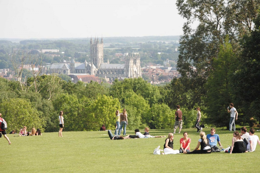 kent-canterbury-cathedral-park-students.jpg