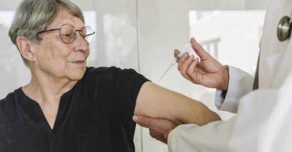 Vương quốc Anh phê duyệt tiêm chủng đại trà vaccine coronavirus Pfizer BioNTech