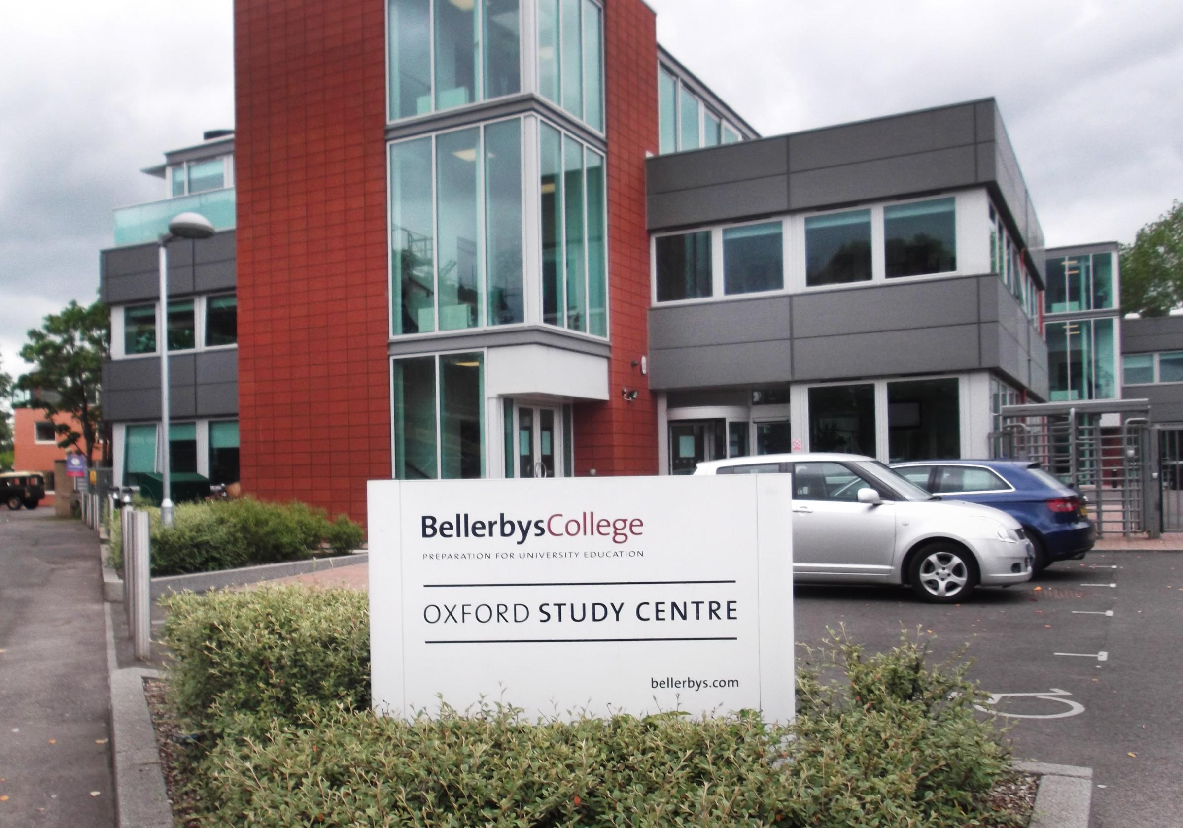 Học phí và học bổng Bellerbys College